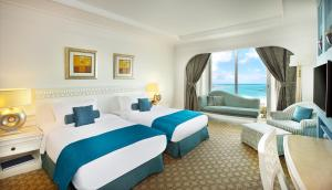 Club King or Twin Room with partial Sea view