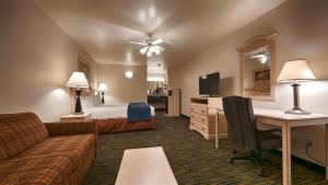 King Suite with Roll in Shower - Non-Smoking/Disability Access