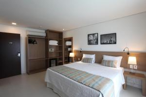 Deluxe Room with Side Sea View
