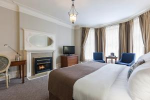 Deluxe King Room with Fireplace