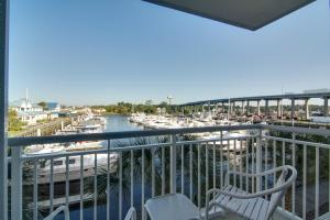 One-Bedroom King Suite with Marina View