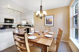 Townhome, 2 Bedrooms (Unit 208)