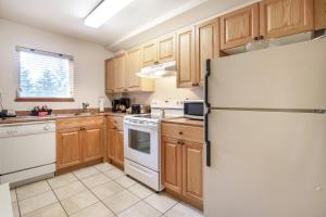 Townhome, 2 Bedrooms, Hot Tub (Unit 15)