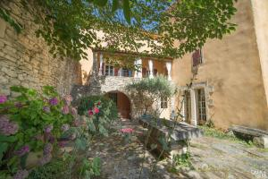 B&B La Bastide Desmagnans, Bed & Breakfast  Lacoste - big - 14