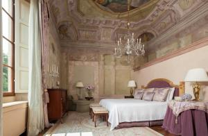 Suite Executiva com Frescos e Cama King-size