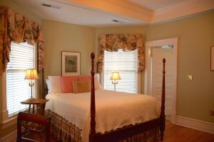 Standard Queen Room - Maclellan House