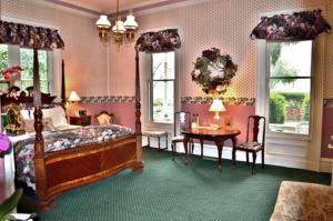 Parlor King Room