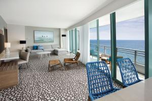 Corner Suite with Balcony - Oceanfront