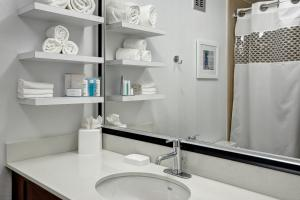 Queen Room with Bath Tub - Mobility Access/Non-Smoking