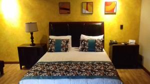 Deluxe Double Room with Two Double Beds & Sofa