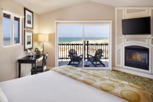 Deluxe Room with Ocean Front View