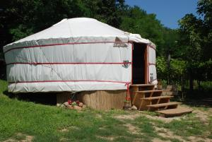 Almond Grove Yurt Hotel, Zelt-Lodges  Ábrahámhegy - big - 46