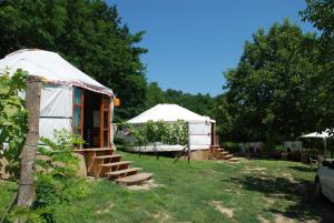 Almond Grove Yurt Hotel, Zelt-Lodges  Ábrahámhegy - big - 45