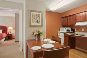 Non-Smoking Two Bedroom King Suite
