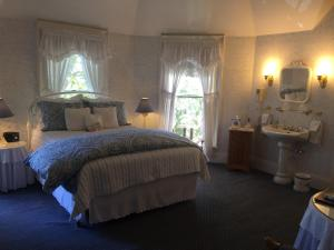 Meadow Queen Room