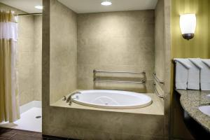 King Room with Bath Tub - Hearing Accessible