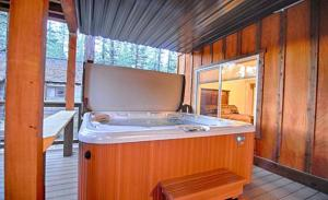 Five-Bedroom Holiday Home with Hot Tub