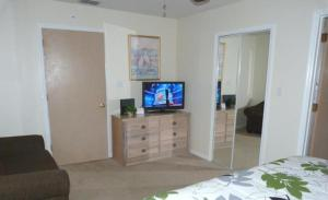 Three-Bedroom Apartment with swimming pool