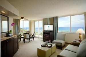 Deluxe Oceanfront Suite - Non-Smoking