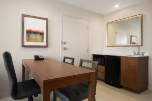 Two Bedroom Suite with Two Queen Beds / Hearing Accesible Non-Smoking