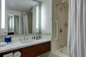 King or Double Room with City View - Concierge Level
