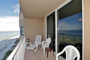 Three-Bedroom Apartment 502 with Sea View
