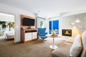 Standard King Suite with Ocean View