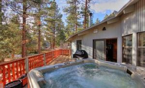 Three-Bedroom Holiday Home with Hot Tub