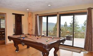 Four-Bedroom Holiday Home with Hot Tub