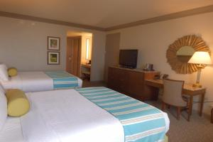 Queen Room with Two Queen Beds - Bayou View