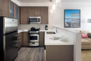 Two-Bedroom Suite with Partial Bay View