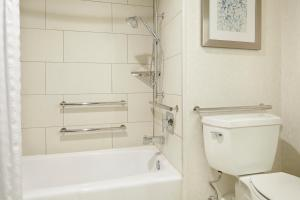 King Room with Bath Tub - Disability Access/ Non-Smoking