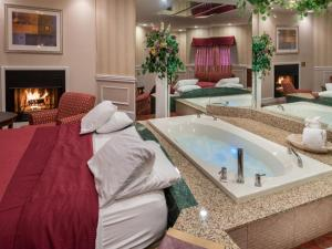 Honeymoon King Suite