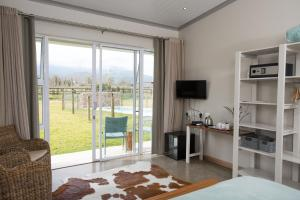 Standard Queen Room with Mountain View