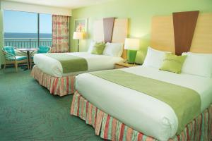 Queen Room with Two Queen Beds with Balcony - Beach Front