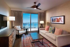 One-Bedroom Luxury Suite with Two Double Beds and Ocean View