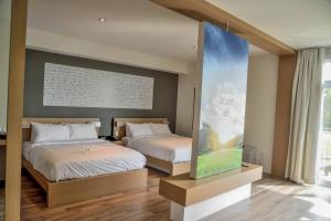 Queen Room with Two Queen Beds - Golf View