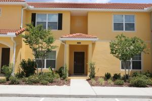 Four-Bed Luxury Townhome with Pool GB