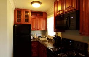 Queen Suite with Full Kitchen