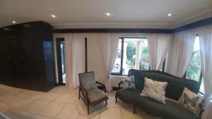 Family Room with Garden View - Turquoise Rive