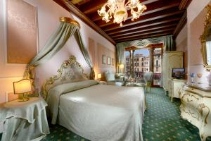 Junior Suite with Balcony and Grand Canal View - no smoking
