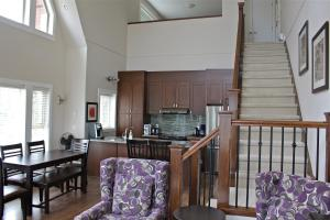 Three-Bedroom Lakeview Penthouse Suite