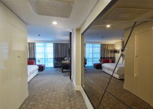 Executive Room with King Bed - Lounge Access