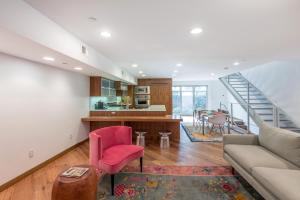 Three-Bedroom Apartment Brooks Avenue II