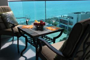 One Bedroom Apartment with Partial Sea View