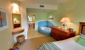 Superior King Suite with Resort View