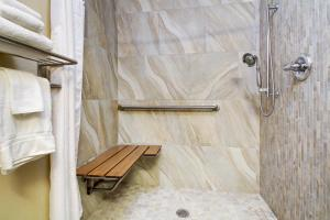 King Room with Roll-in Shower - Disability Acces