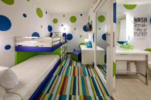 ThemePark View Family Suite with Bunk Beds, 1 Bedroom 2 Room Suite