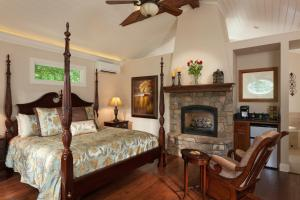 King- Carriage House Suite