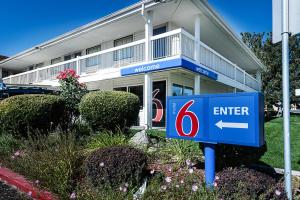 Motel 6 Reno Airport - Sparks, Hotely  Reno - big - 1